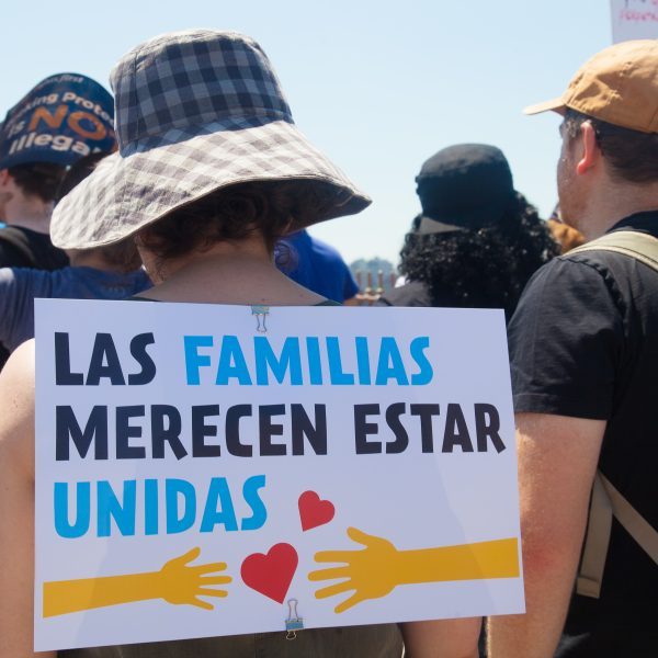 "6/30/2018. New York City - March: ""Families Belong Together."" Woman with a sign that reads: ""Las familias merecen estar unidas."" People crossing the Brooklyn Bridge in support of refugee families. People's protectors are marching from Foley Square in Manhattan to Cadman Plaza in Brooklyn. Credit: Photo by Javier Soriano/LoveIsAmor.com"