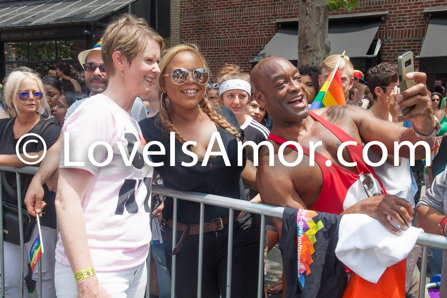 "6/24/2018. New York City – The NYC Pride March celebrated 49 years. Cynthia Nixon and people watching the March. People were very happy to see her. Cynthia is a ""Lifelong New Yorker, actor, and progressive advocate running for governor to fight for a better, more fair New York."" Photo by Javier Soriano/LoveIsAmor.com"