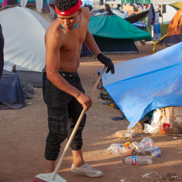 Tijuana, Baja California. Mexico. Tuesday, November 27th, 2018. A refugee man cleaning. He is staying at Unidad Deportiva Benito Juárez (an improvised shelter for the caravans of immigrants). Refugees are fleeing violence in their countries in Central America. They want to apply for asylum in the United States of America. Credit: Photo by LoveIsAmor.com